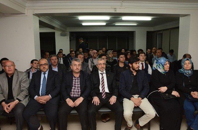 """AK Parti Afyonkarahisar İnsan Hakları Başkanlığı Tarafından """"Yeni Türkiye De İnsan Hakları"""" Konulu Konferans Düzenlendi"""