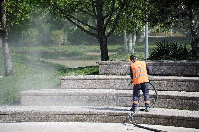 Büyükşehir Belediyesi Ekiplerinden Baştan Sona Temizlik