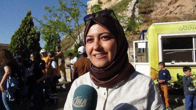 Üniversiteli Gençler Gazi Şehri Gezdi