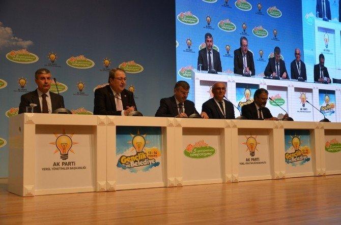 Başkan Aksoy, 5. Yerel Yönetimler Sempozyumunda İlçe Belediyeciliğini Anlattı