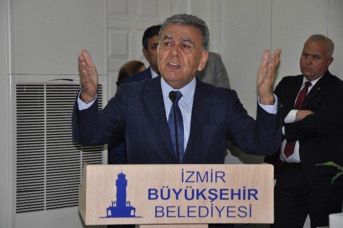 """İzmir Büyükşehir Meclisinde """"Mekruh İzmir"""" Tartışması"""