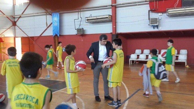 Başkan Yemenici'den Basket Severlere Top Jesti