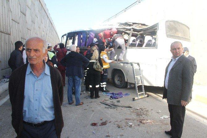 Bolu'da Servis Aracı Kaza Yaptı: 3'ü Ağır 20 Yaralı