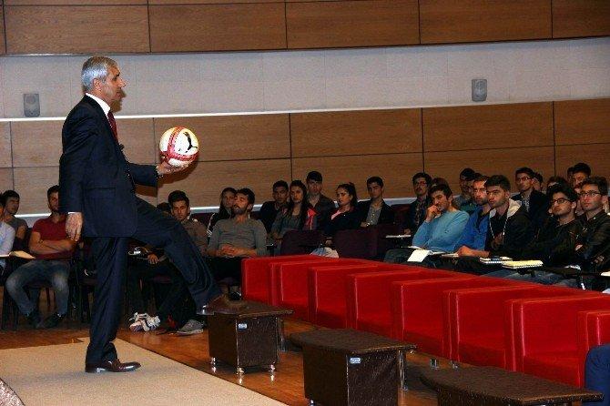 Aday Futbol Hakemlerine Eğitim Verildi