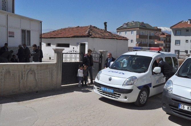 Cami Tuvaletinin Kapalı Olmasına Kızdı, Sabah Namazına Gelen Bir Kişiyi Öldürdü, Bir Kişiyi Yaraladı