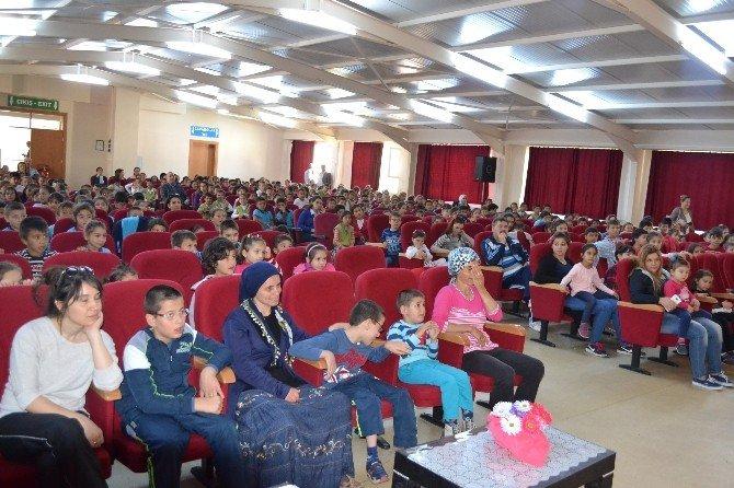 Mustafa Büyükyapıcı'dan İlkokul Öğrencilerine 23 Nisan Hediyesi