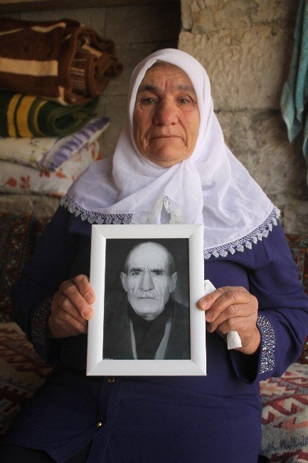 53 Yıldır Hiç Görmediği Kız Kardeşini Arıyor