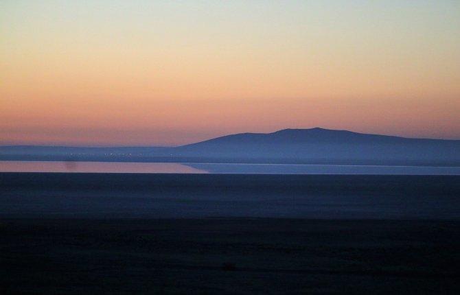 Seyfe Gölü Kuş Cenneti'nde güneşin doğuşu, izleyenleri büyüledi