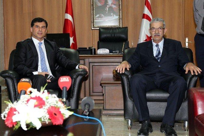 Kalyoncu Başbakanlık Görevini Özgürgün'e Devretti