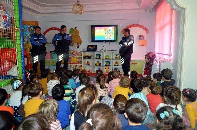 Polisten Minik Öğrencilere Ziyaret
