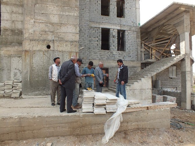1071 Kümbet Camii, Vatandaşların Yardımlarını Bekliyor