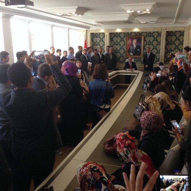 Vali Demirtaş, Aday Öğretmenlere Mesleki Tecrübelerini Anlattı