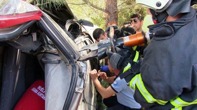 Araçta Sıkışan Sürücü Zorlukla Kurtarıldı
