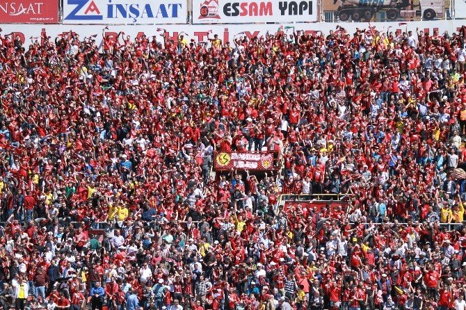 Eskişehirspor - Konyaspor Tribünlerinden Renkli Görüntüler