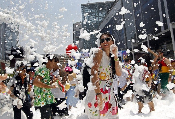 Tayland'da Katliam Gibi Festival: 259 Ölü