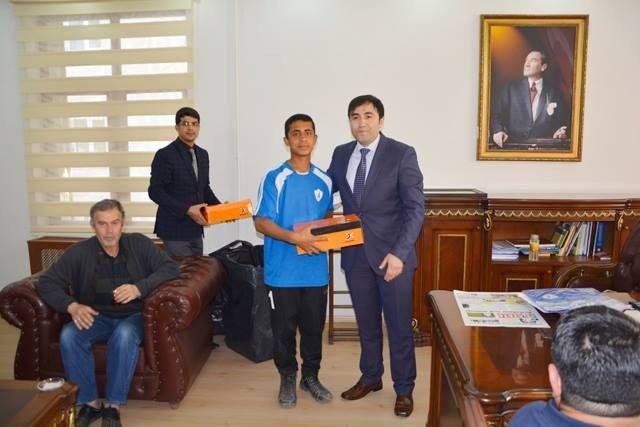 Kaymakam Citer'den Namağlup Şampiyon Olan Viranşehirspor U 14 Takımına Ödül