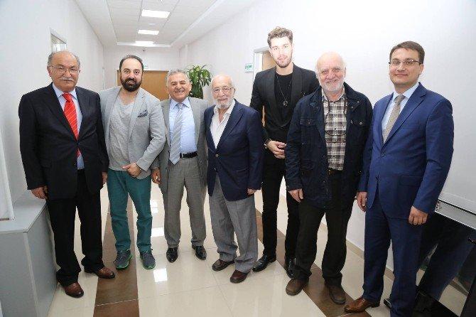 Somuncu Baba Filminin Yönetmen Ve Oyuncularından Memduh Büyükkılıç'a Ziyaret