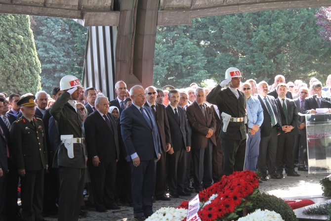 Turgut Özal, mezarı başında anıldı
