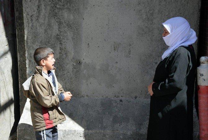 Küçük Muhammed Sur'da Kalan Bisikletini İstiyor