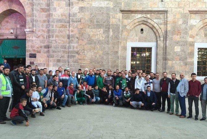 Bursasporlu Taraftarlar Cami Çıkışı Çorba Dağıttı