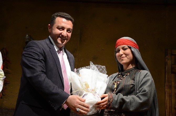 """Bozüyük Belediyesi Tiyatro Grubu """"Töre"""" Oyunu İle Kendisini İspatladı"""