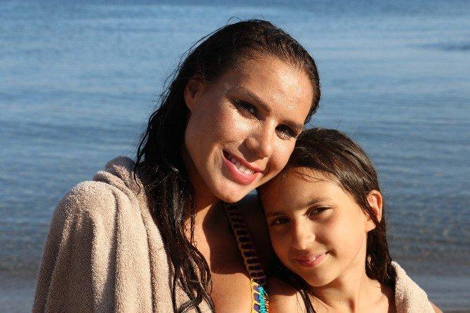 Dünyaca Ünlü Manken Lara Surol Deniz Sezonunu Bodrum'da Açtı