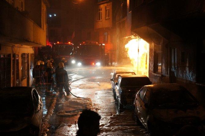Eyüp'te park halindeki 5 araç yandı