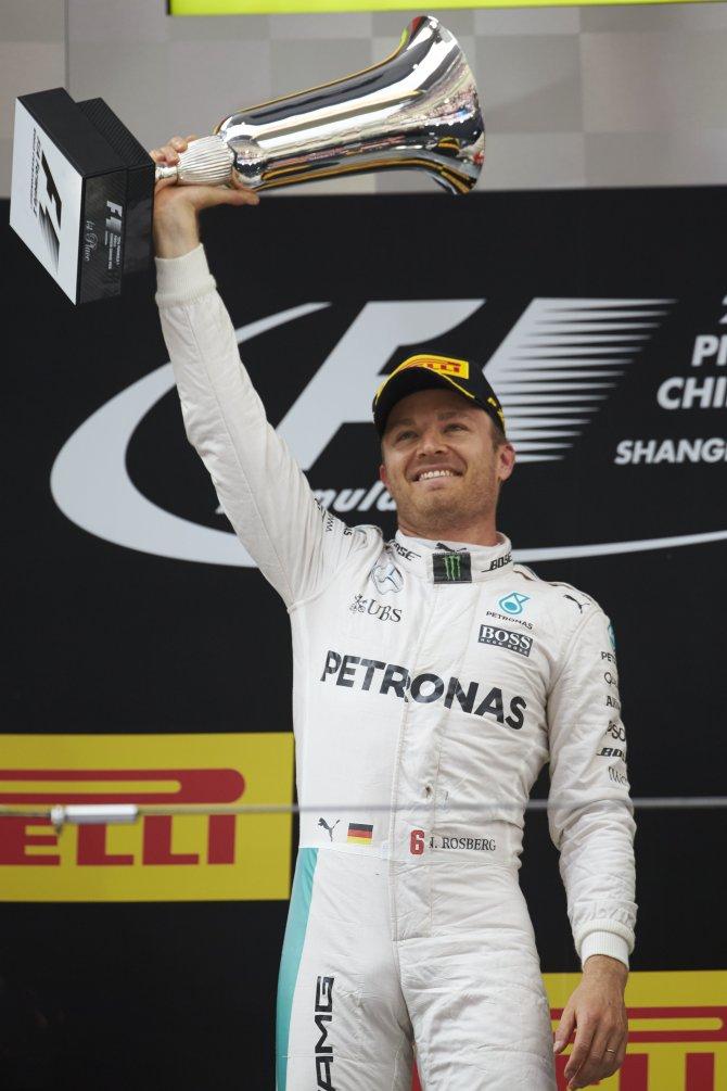 Mercedes AMG Petronas Çin'de geçilmiyor