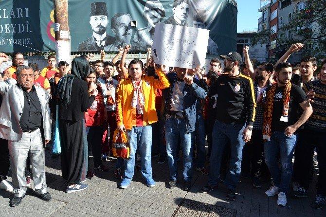 Galatasaraylı Taraftarlardan İstifa Çağrısı
