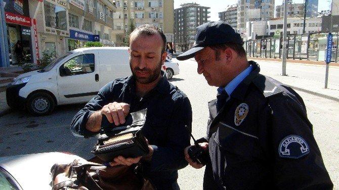 Bebek Aracından Düşen Çanta Bomba Paniğine Neden Oldu