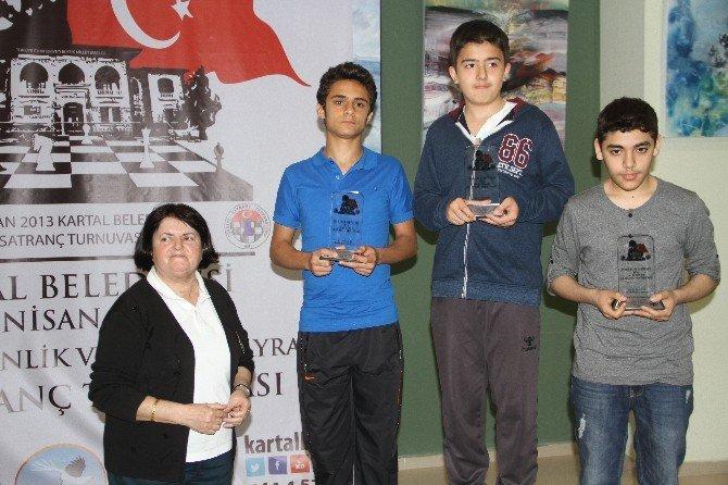 Kartal'da Satrancın Ustaları Ödüllerine Kavuştu