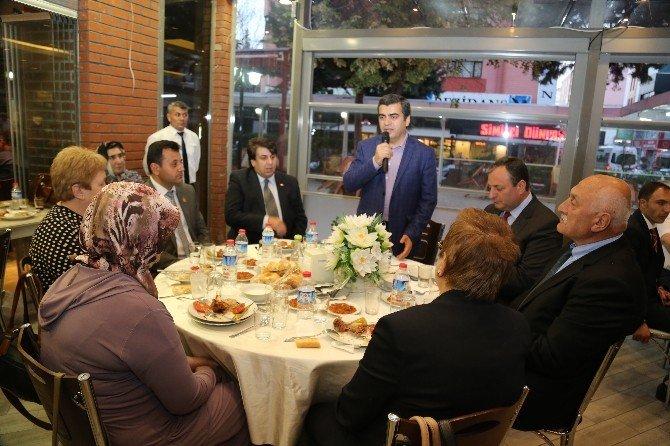 Vali Düzgün Şehit Aileleri Ve Gaziler Onuruna Yemek Verdi