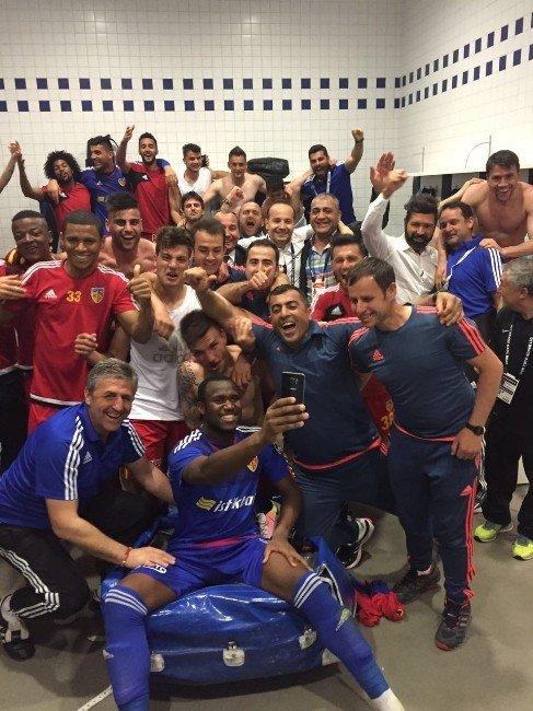 Kayserispor'dan Galibiyet Selfie'si