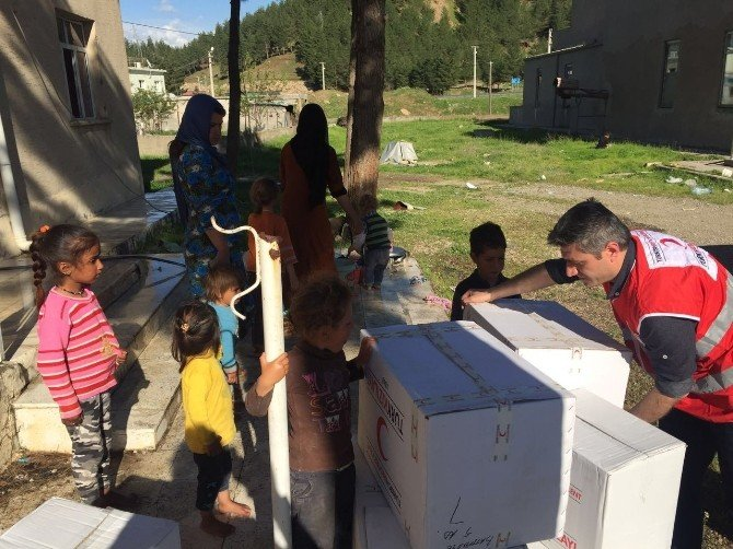 Siirt'te Sel Mağduru Suriyeli Aileye Kızılay Desteği