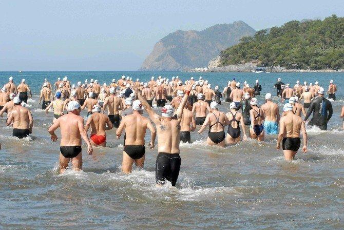 Muğla'da Uluslararası Açık Su Yüzme Yarışı Yapıldı