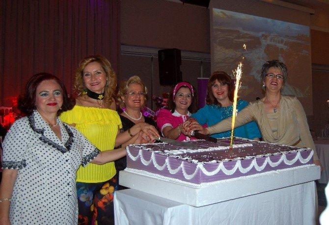 Nilüfer Kadın Korosu'ndan 10. Yıl Çayı