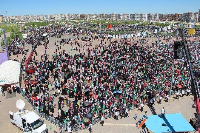 Diyarbakır'da On Binler Kutlu Doğumda Bir Araya Geldi