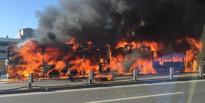 Topkapı'da Metrobüs Alev Alev Yandı