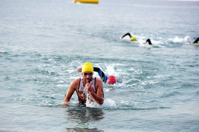 Antalya'da Triatlon Orta Mesafe Türkiye Şampiyonası