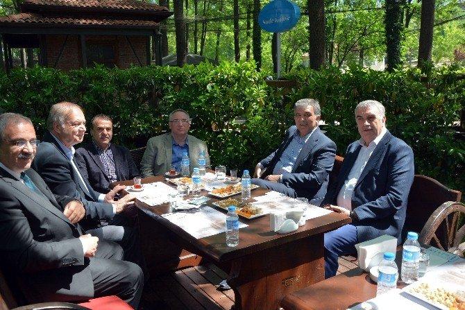 11. Türkiye Cumhurbaşkanı Gül, Hafta Sonunu Sakarya'da Geçirdi