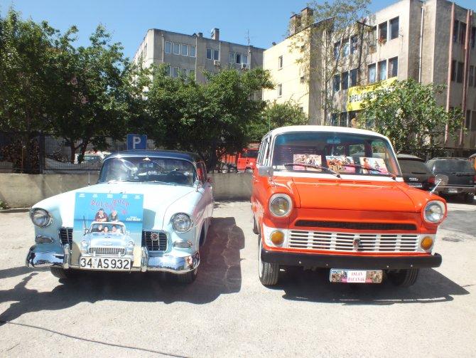 Zeki Alasya, filmlerinde kullandığı klasik otomobillerle anıldı