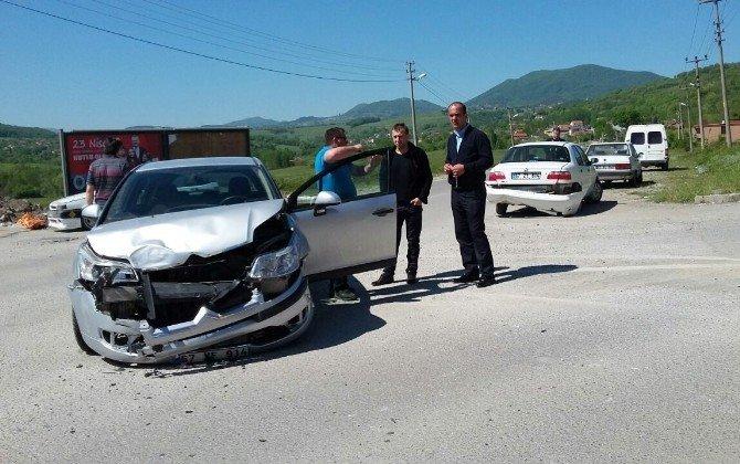 Zehirlenen Komşusunu Hastaneye Götürürken Kaza Yaptı