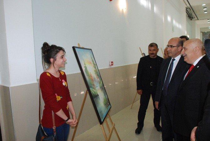 Üniversitenin Resim Sergisi Sanatseverlerle Buluştu