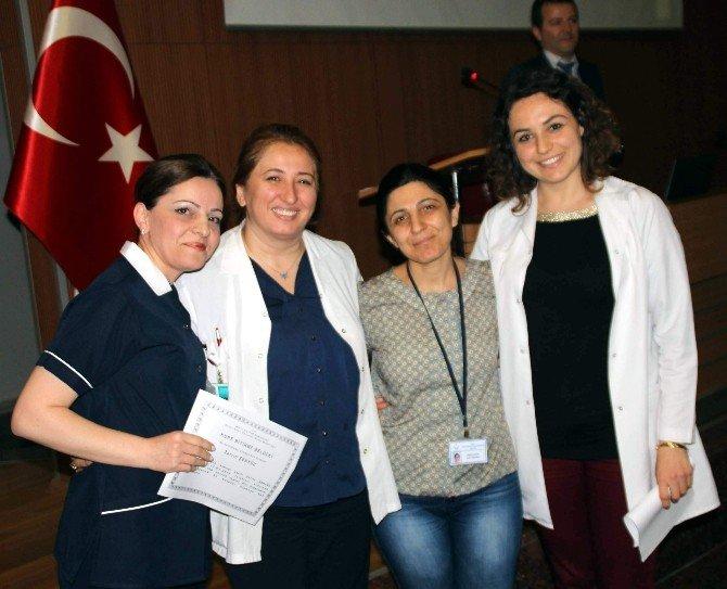 Hastane Personelin Elleri Hastaların Gözleriyle Konuşuyor