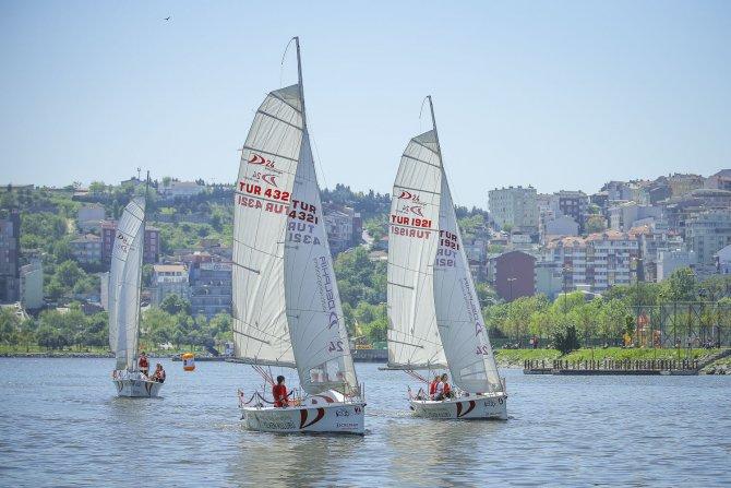 Bilgi Cup'ın şampiyonları Kadıköy Lisesi ve Özel Gökjet Lisesi oldu