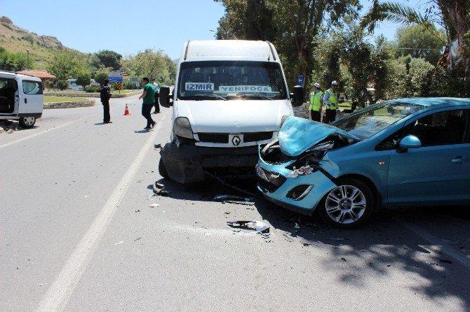 Foça Ve Menemen'de Kaza: 1 Ölü, 4 Yaralı