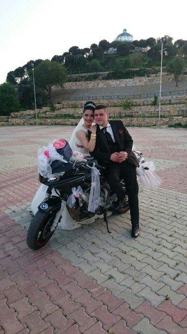 Motorcu Damat Gelini Motosikletle Aldı