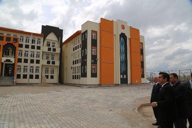 Vali Düzgün'den İki Okul İnşaatına Yerinde İnceleme