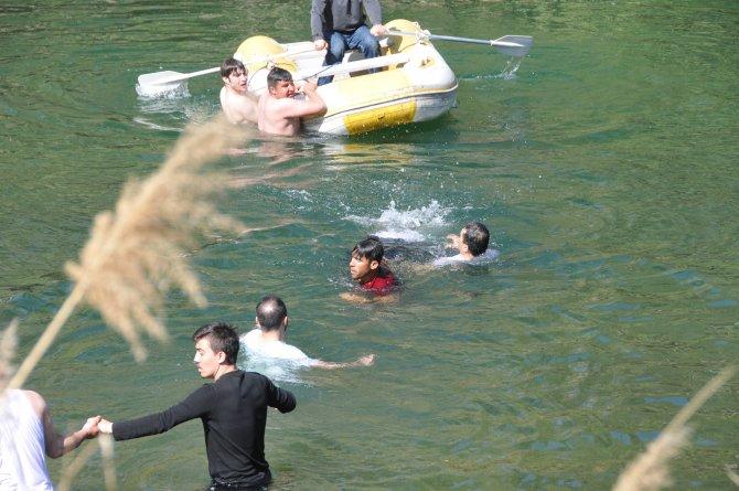 Topu kurtarmak isterken Kızılırmak'ta boğuldu