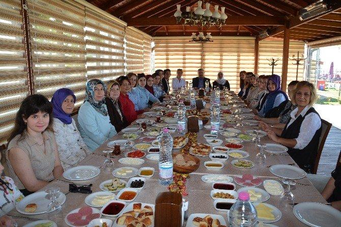 Başkan Baran Kadın Personeli İle Buluştu